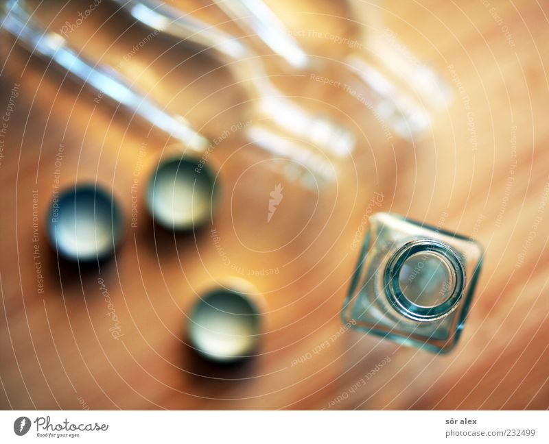 Magenbitter Freude Glas Fröhlichkeit leer Getränk trinken Flasche Alkohol Sucht Durst Tischplatte Alkoholsucht Spirituosen durstig Perspektive Likör