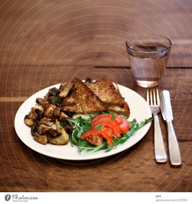mittagstisch Ernährung Glas Lebensmittel frisch Trinkwasser Getränk Geschirr Gemüse lecker Appetit & Hunger Teller Pilz Abendessen Tomate Mittagessen Backwaren