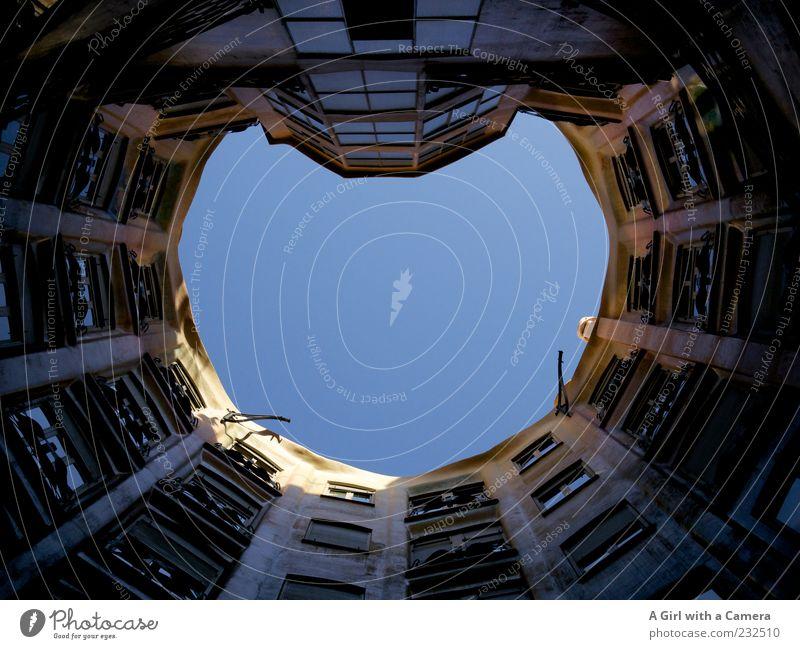 UP! Schönes Wetter Barcelona Spanien Katalonien Altstadt Bauwerk Gebäude Architektur Sehenswürdigkeit Casa Milà - La Pedrera alt authentisch außergewöhnlich