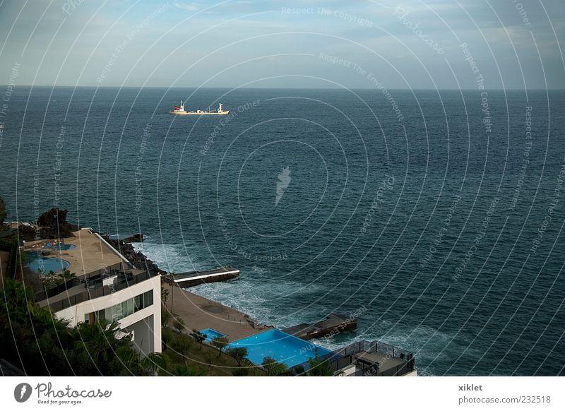 """Meer blau Küste Strand Wellen schäumen Häuser Hotel Tourismus Portugal Madeira Sand Palme Schwimmbad Ferien & Urlaub & Reisen Freizeitreisen """"""""Ruhe"""