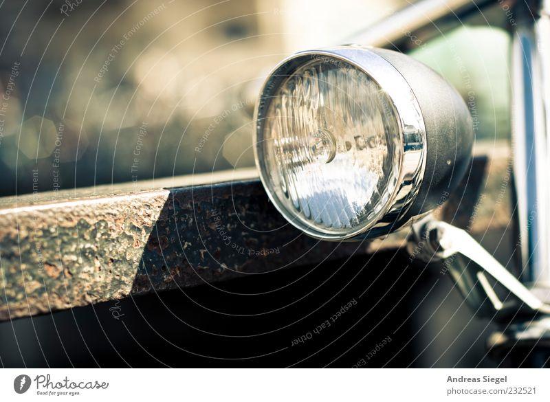 SGD II Verkehr Verkehrsmittel Fahrrad Fahrradlicht Lampe Geländer Unschärfe Chrom Metall ästhetisch authentisch außergewöhnlich hell retro silber Farbfoto