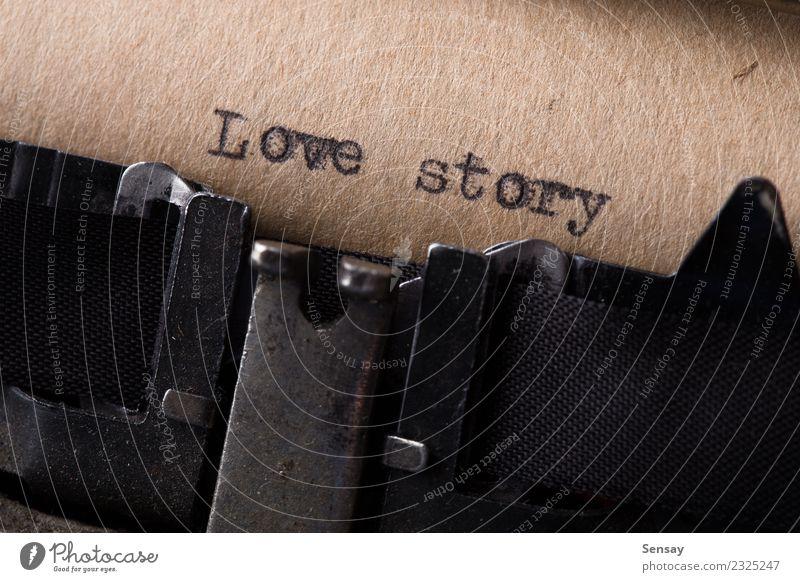 Liebesgeschichte - Textnachricht Büro Buch Papier alt schreiben retro weiß Gefühle Inspiration Kreativität Schreibmaschine altehrwürdig Entwurf Brief
