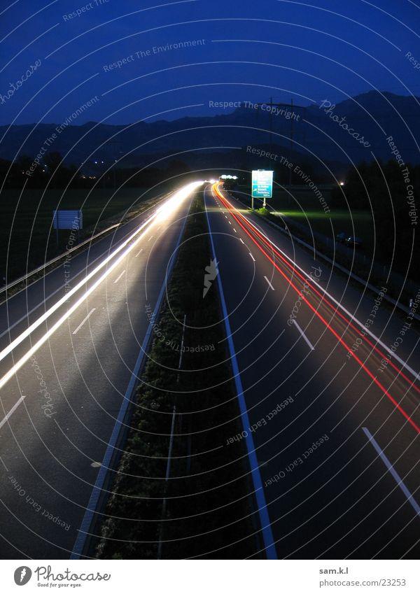 moving lights Langzeitbelichtung Nacht Autobahn Verkehr Straße