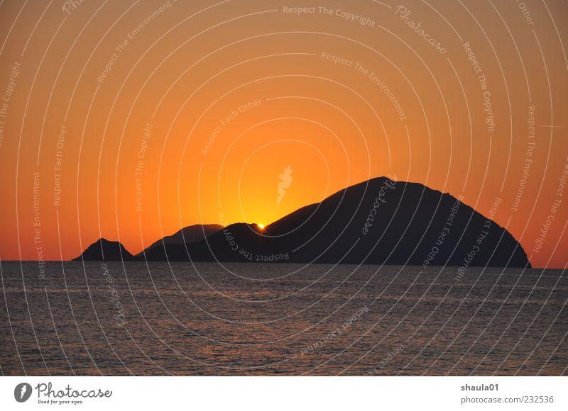 Eolian Sunset Wasser schön rot Meer Einsamkeit ruhig Ferne gelb Landschaft Küste Horizont Insel Romantik Urelemente Ende Warmherzigkeit
