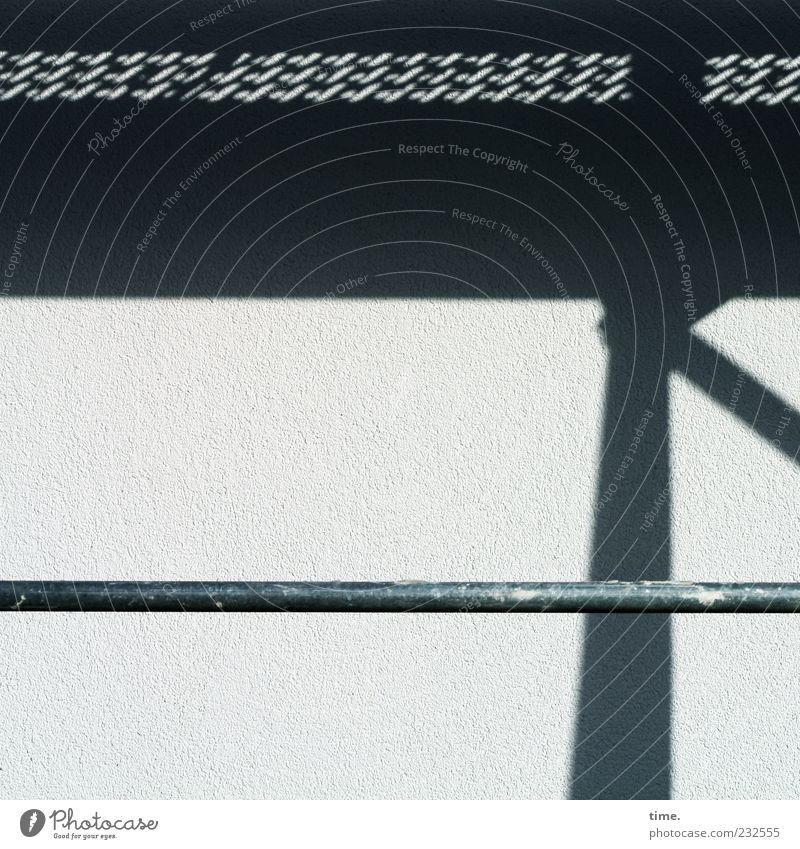 = Baustelle Mauer Wand nachhaltig seriös vernünftig Zusammenhalt Gerüst Baugerüst parallel vertikal horizontal Eisenstangen Stab Sanieren Loch Gitter Farbfleck