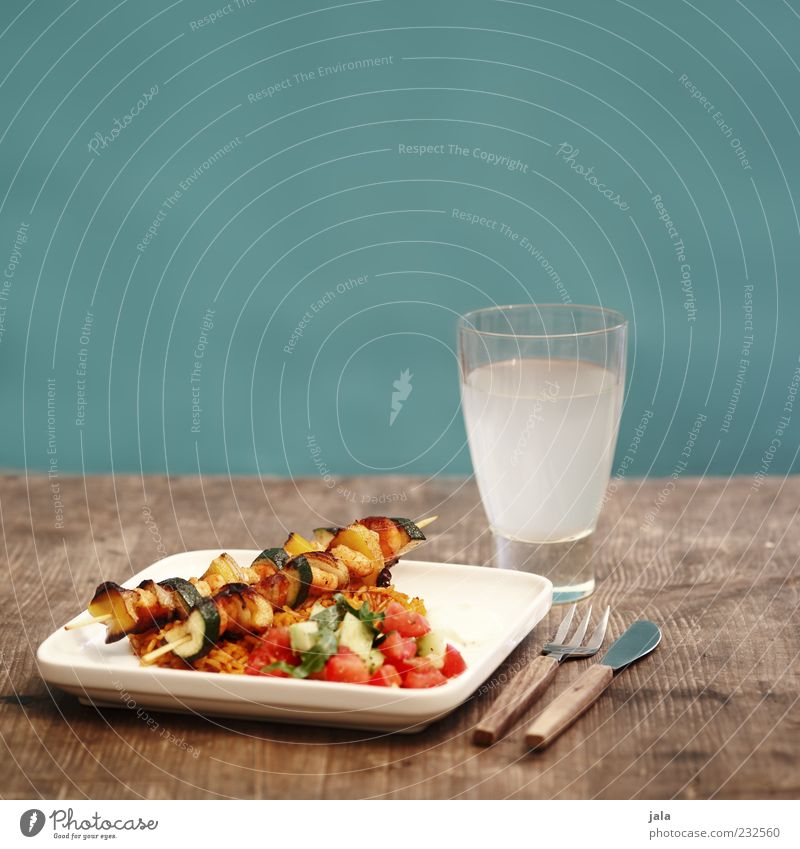 gemüsespieße Ernährung Lebensmittel Gesundheit Glas Getränk Gemüse Geschirr Appetit & Hunger genießen Teller lecker Bioprodukte Mittagessen Messer Gabel Besteck