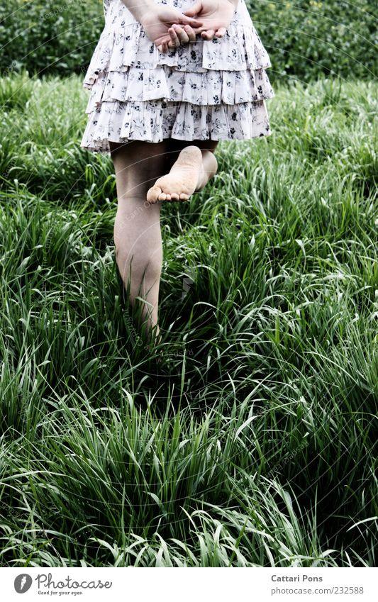 whatever. Mensch feminin Mädchen Junge Frau Jugendliche Beine Fuß 1 Natur Pflanze Gras Sträucher Mode Kleid gehen genießen Unendlichkeit dünn grün rosa schwarz