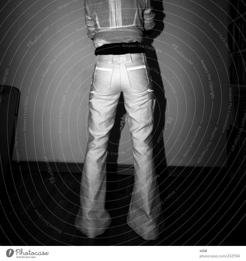 Perfektion und Funktionalität (Rückansicht) Mensch Jugendliche schön feminin Mode Raum stehen dünn Junge Frau Hose Tradition Handwerker Anschnitt Beruf Funktion Arbeitsbekleidung