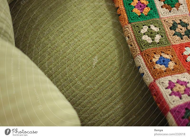 Omas Platz Sessel Häckeldecke retro grün Nostalgie Tradition Decke Farbfoto Innenaufnahme Menschenleer Textfreiraum links Tag bequem Vogelperspektive