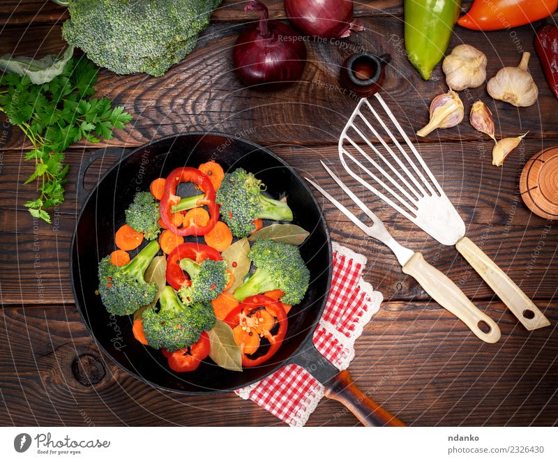 Natur Pflanze grün rot Essen natürlich Holz braun Ernährung frisch Tisch Küche Gemüse reif Essen zubereiten Diät