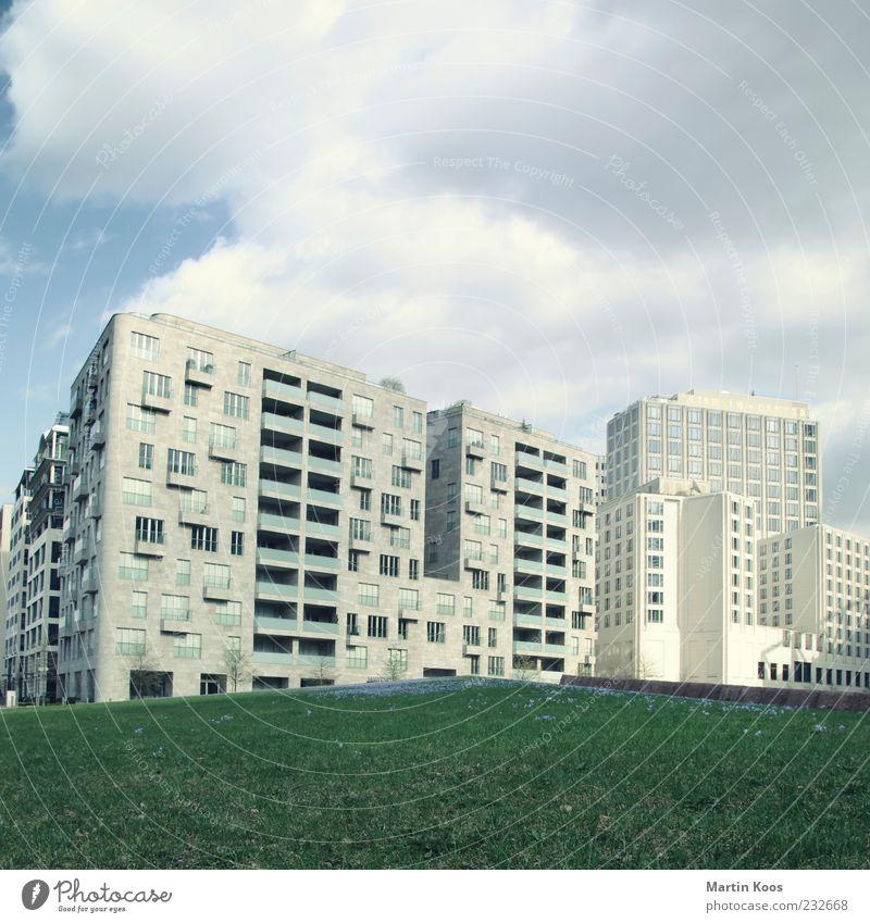 Berlin-Mitte Potsdamer Platz II Himmel Stadt Wolken Wiese Architektur grau Gebäude Hochhaus trist Reichtum Stadtzentrum Hauptstadt Plattenbau Haus