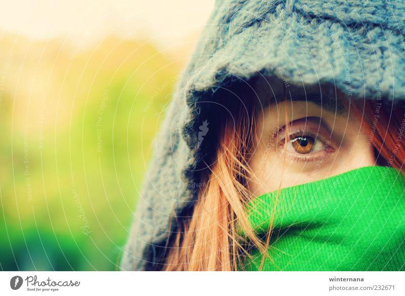 Versteckt Mensch Frau Erwachsene Freundschaft Kopf Gesicht Auge 1 30-45 Jahre Park Schal Gefühle Tapferkeit Coolness Optimismus Kraft Willensstärke Akzeptanz