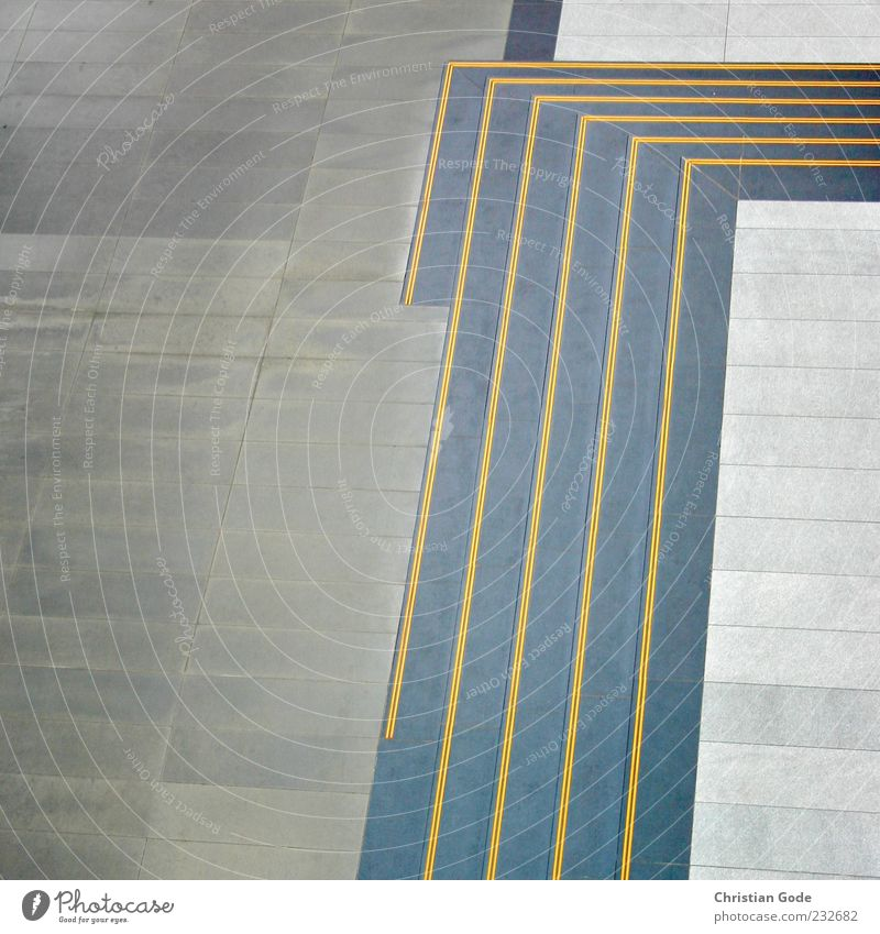 Treppenwinkel Fußgängerzone Menschenleer Platz Marktplatz Architektur Terrasse grau gelb Bodenplatten Ecke Rechteck Leipzig Spitze graphisch Gedeckte Farben