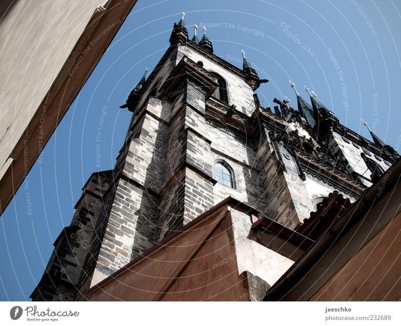 Prager Frühling IV Tschechien Hauptstadt Stadtzentrum Altstadt Kirche Turm Bauwerk Architektur Sehenswürdigkeit Wahrzeichen Teynkirche groß Altstädter Ring