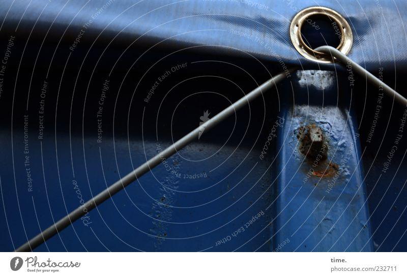 Vorspann Container Rost dunkel eckig blau Sicherheit Schutz Genauigkeit Kontrolle Spanngummi Öse Befestigung Abdeckung Verdeck gebraucht Farbfoto Außenaufnahme