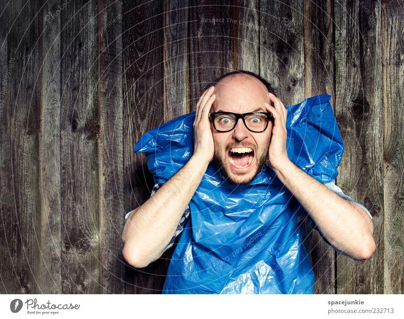 Trash Mensch Mann blau Hand Erwachsene Bewegung maskulin außergewöhnlich Brille Müll gruselig schreien skurril Zukunftsangst Gesichtsausdruck Freak