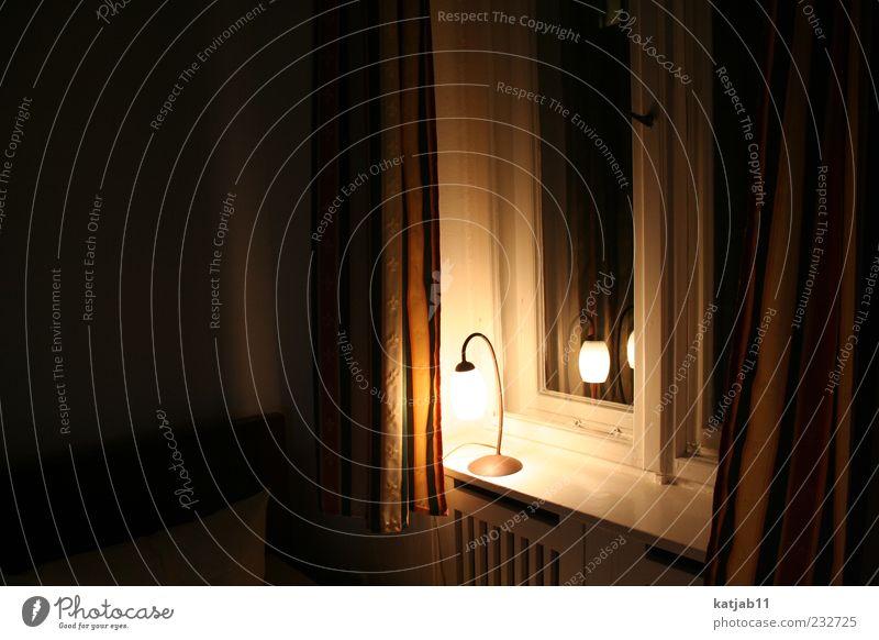 Nachtlicht Wohnung Dekoration & Verzierung Lampe Raum Fensterbrett Vorhang dunkel ruhig Farbfoto Innenaufnahme Menschenleer Abend Licht leuchten