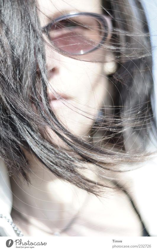 Südwind Mensch Frau Jugendliche Erwachsene Gesicht feminin Haare & Frisuren Wind wild Junge Frau brünett bleich Sonnenbrille schwarzhaarig Haarsträhne Porträt