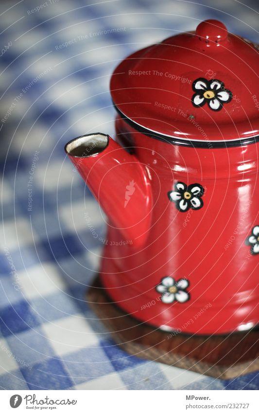 Kännchen Kaffee alt blau weiß rot Metall Kannen Tischwäsche Getränk Pause Kaffeepause Teekanne urig Blumenmuster Heißgetränk Untersetzer Kaffeekanne