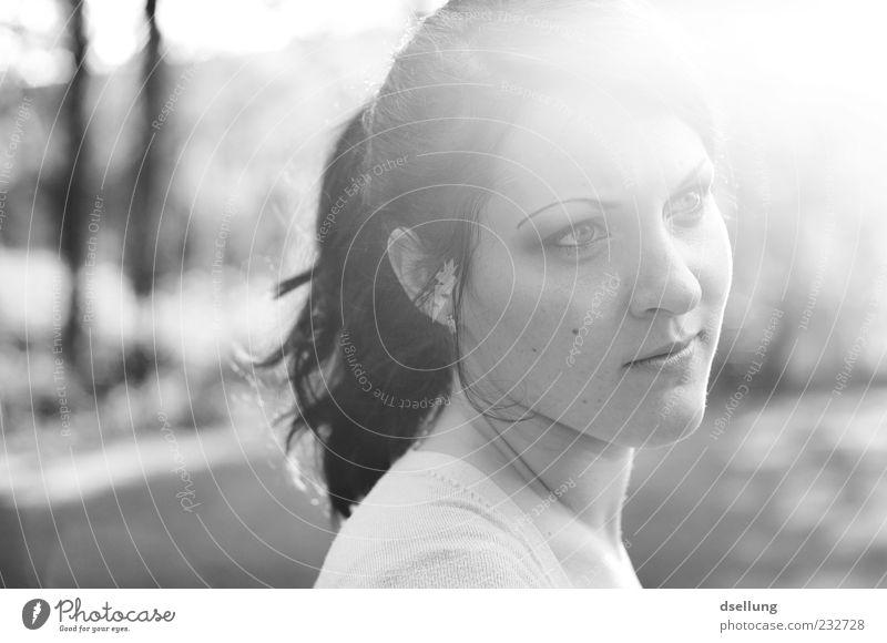 misses black & white Mensch Jugendliche Erwachsene feminin 18-30 Jahre Junge Frau verträumt Zopf Frauengesicht Licht