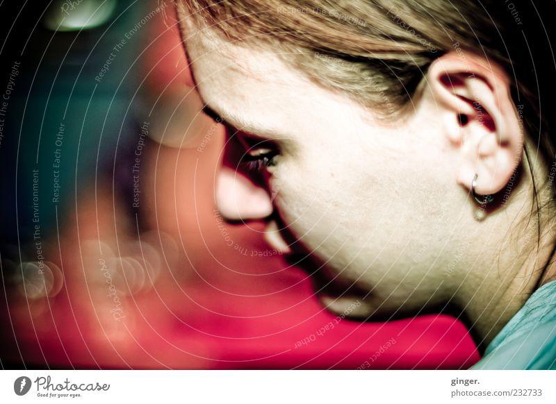 träumendes Mädchen Mensch feminin Junge Frau Jugendliche Erwachsene Kopf Haare & Frisuren Gesicht Ohr 1 18-30 Jahre Denken Ohrringe Ohrmuschel mädchenhaft