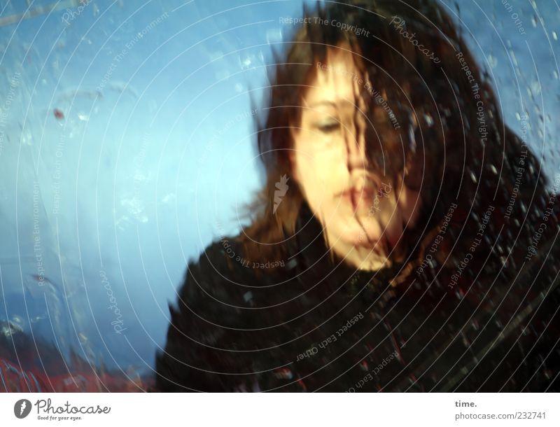 In einer anderen Welt Mensch Frau Wasser schön Farbe Erwachsene feminin Kopf Haare & Frisuren Traurigkeit Denken Wassertropfen nachdenklich Tropfen Kunststoff