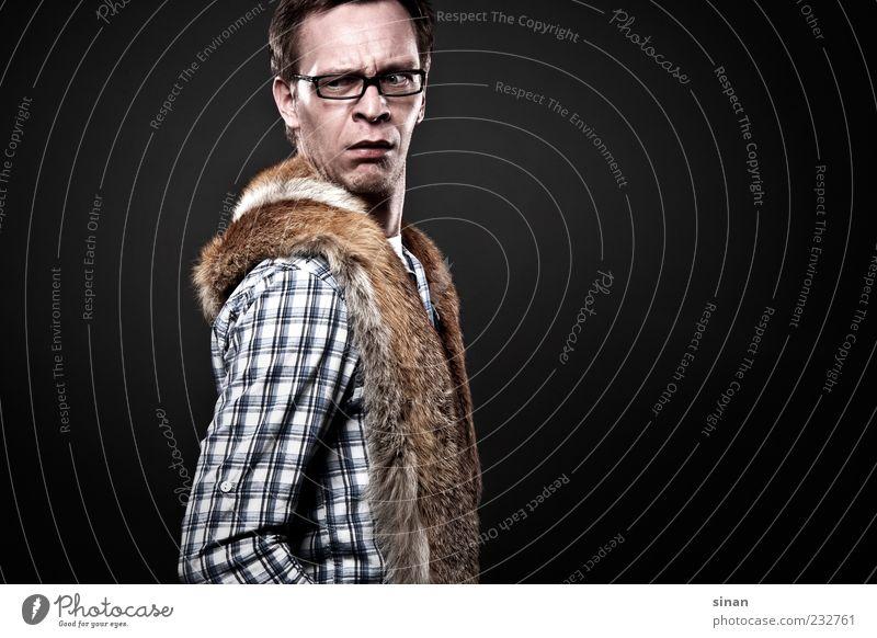 Flauschig? What!? maskulin Junger Mann Jugendliche Erwachsene 1 Mensch 18-30 Jahre Mode Bekleidung Hemd Fell Accessoire Brille brünett kurzhaarig