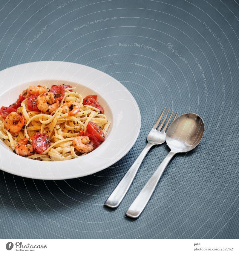 chilli prawn linguine Ernährung Lebensmittel Geschirr Appetit & Hunger Teller lecker Bioprodukte Mittagessen Tomate Backwaren Gabel Teigwaren Besteck Löffel