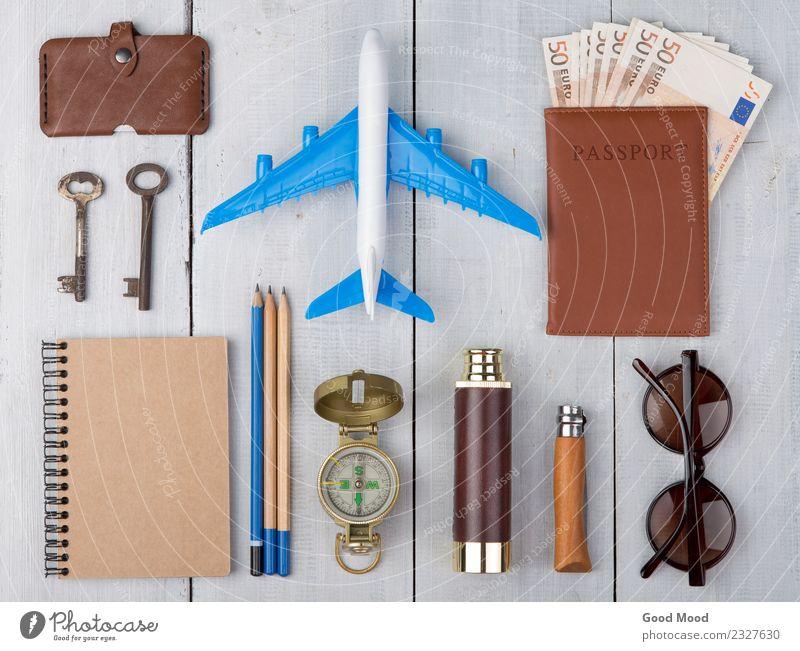Flugzeug, Reisepass, Geld, Kompass, Sonnenbrille, Fernglas Stil Erholung Freizeit & Hobby Ferien & Urlaub & Reisen Tourismus Ausflug Abenteuer Sommer Tisch