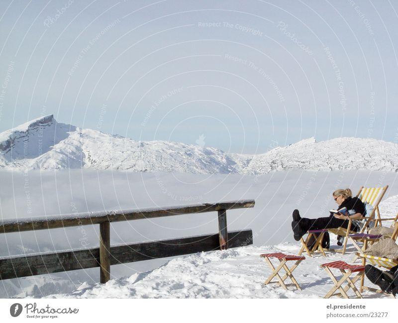 abgrund Gipfel Wolken Nebel Am Rand Frau Liegestuhl Winter Österreich Kleinwalsertal Berge u. Gebirge Schnee Geländer Riezlern Kanzelwand