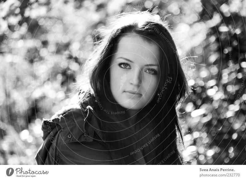 gefunkel. elegant feminin Junge Frau Jugendliche Haare & Frisuren Gesicht 1 Mensch 18-30 Jahre Erwachsene Schönes Wetter Jacke langhaarig Blick authentisch