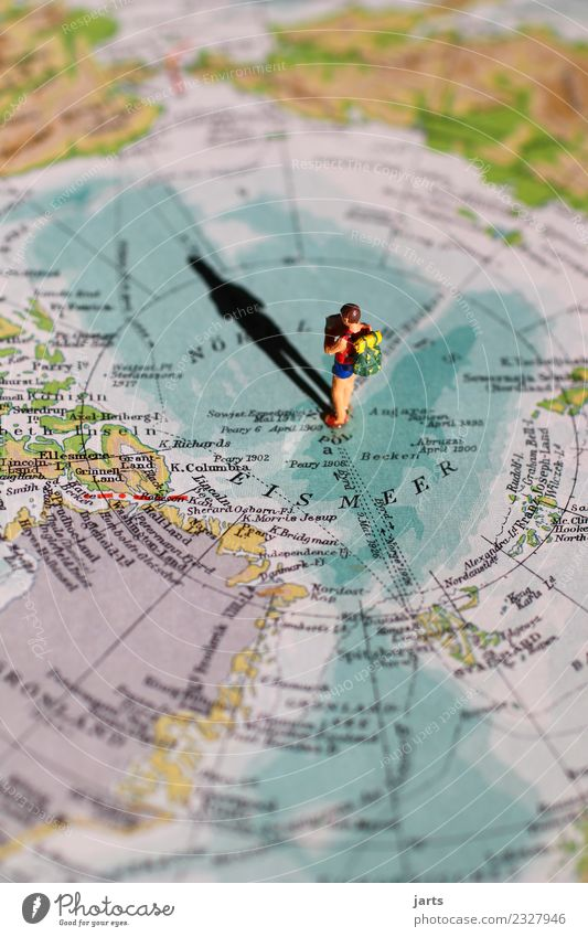 Nordpol Mensch Natur Ferien & Urlaub & Reisen Landschaft Meer Küste außergewöhnlich Freiheit wandern frei stehen Abenteuer Schönes Wetter lesen Landkarte