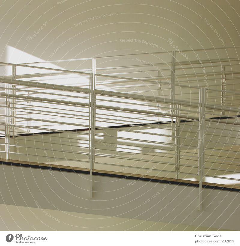Zick Zack Architektur weiß diagonal Museum Rampe Geländer Treppengeländer Strebe Lichtschein Gitter Baden-Baden schwarz grau Gedeckte Farben Innenaufnahme