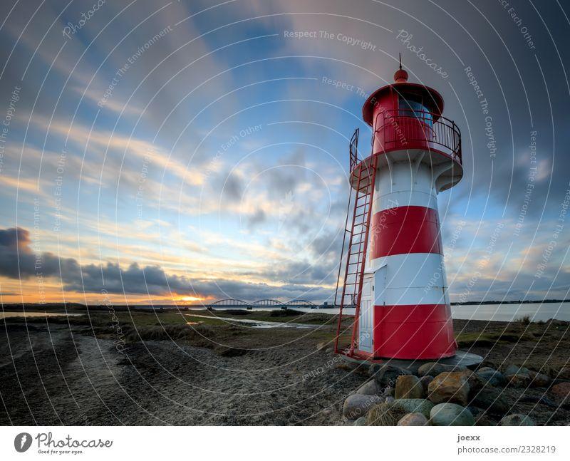 Pommes Himmel Wolken Sonnenaufgang Sonnenuntergang Schönes Wetter Küste Dänemark Brücke Leuchtturm schön blau orange rot weiß ruhig Horizont Idylle Farbfoto