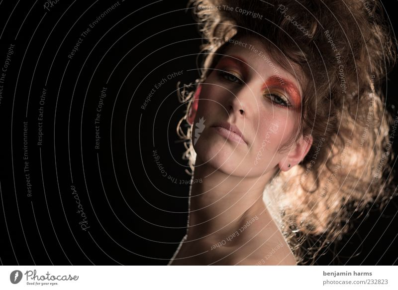 Hochmut #2 Mensch feminin Junge Frau Jugendliche 1 18-30 Jahre Erwachsene ästhetisch elegant schön Stolz eitel Übermut Farbfoto Innenaufnahme Textfreiraum links