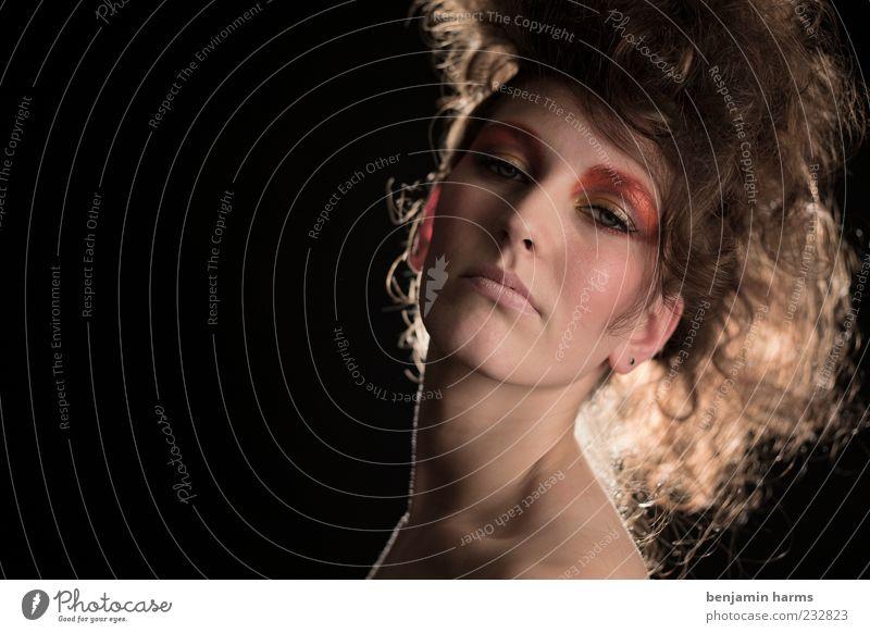 Hochmut #2 Mensch Jugendliche schön Erwachsene feminin elegant ästhetisch Körperhaltung 18-30 Jahre Junge Frau Schminke Stolz Hochmut eitel Übermut geschminkt