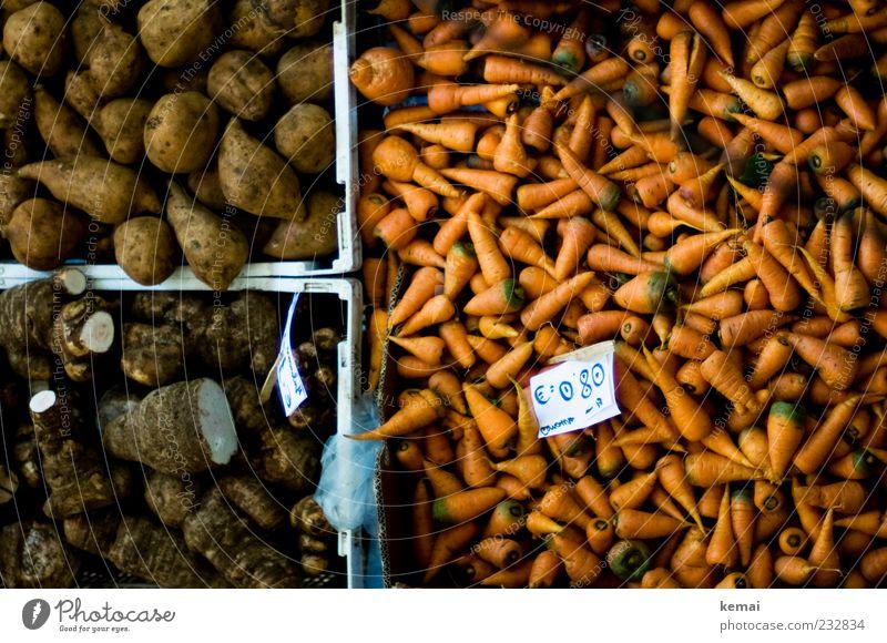 Gerübe braun orange liegen Lebensmittel Ordnung Ernährung Gemüse Bioprodukte Markt Kiste Möhre Vegetarische Ernährung Behälter u. Gefäße Angebot Preisschild Marktstand