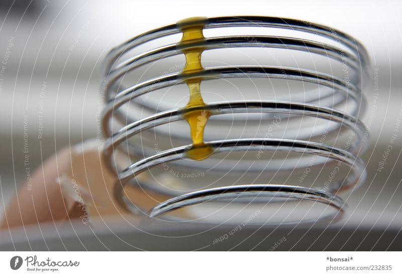 oster-frühstück Ei Eigelb Ernährung Eierbecher Küche Metall Linie Spirale laufen Flüssigkeit lecker rund Design genießen Zusammenhalt Eierschale satt Klebrig