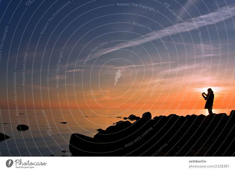 Tina fotografiert das Meer Erholung Ferien & Urlaub & Reisen Ferne Himmel Himmel (Jenseits) Horizont Natur ruhig Rügen Sonne Sonnenuntergang Strand Textfreiraum