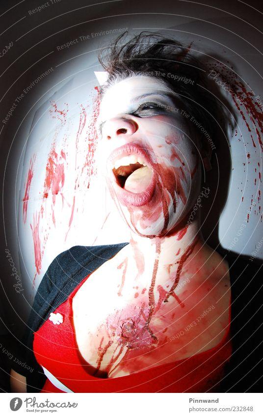 dunkel Tod Angst verrückt gefährlich Bekleidung Gebiss Wut Todesangst Gewalt trashig Fleisch Blut Grimasse schwarzhaarig Aggression