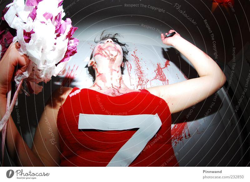 Mensch schön feminin Bewegung Party Tanzen Angst gefährlich verrückt Wut Gewalt Todesangst Schminke chaotisch bizarr Zerstörung
