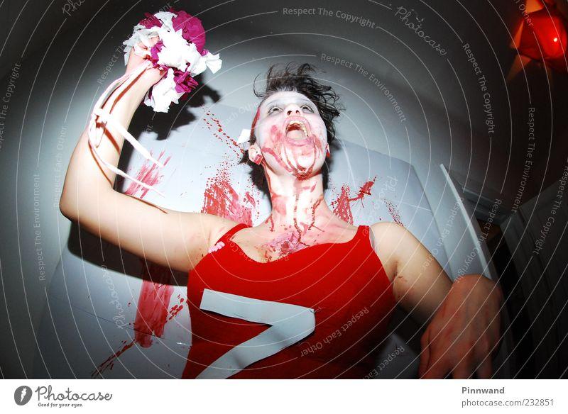 blutige PartyIV Kleid schwarzhaarig schreien springen Tanzen Aggression verrückt trashig rot Tod Liebeskummer Durst Schmerz Angst Entsetzen gefährlich