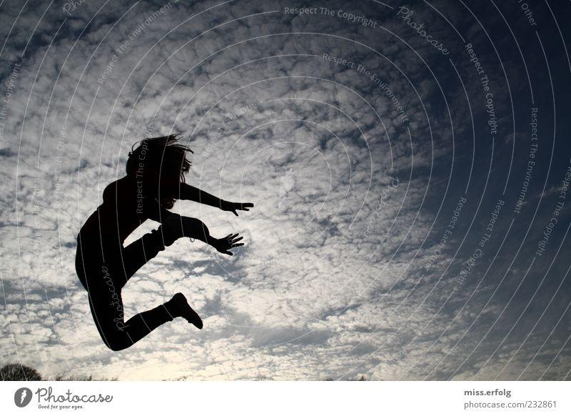 Into the Blue Luft Himmel Wolken Bewegung springen sportlich gut hoch blau schwarz weiß Stimmung Freude Glück Fröhlichkeit Lebensfreude Euphorie Kraft Fitness
