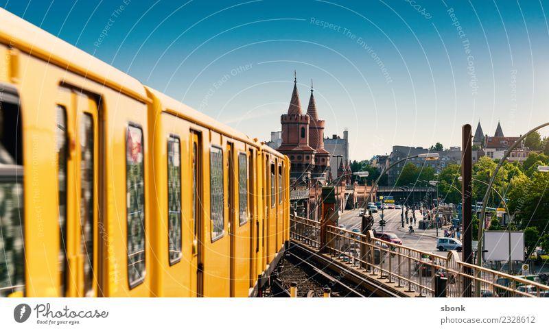 Bahnfahren in Berlin Ferien & Urlaub & Reisen Stadt Deutschland Brücke Eisenbahn Skyline Hauptstadt U-Bahn Großstadt Straßenbahn Kreuzberg S-Bahn