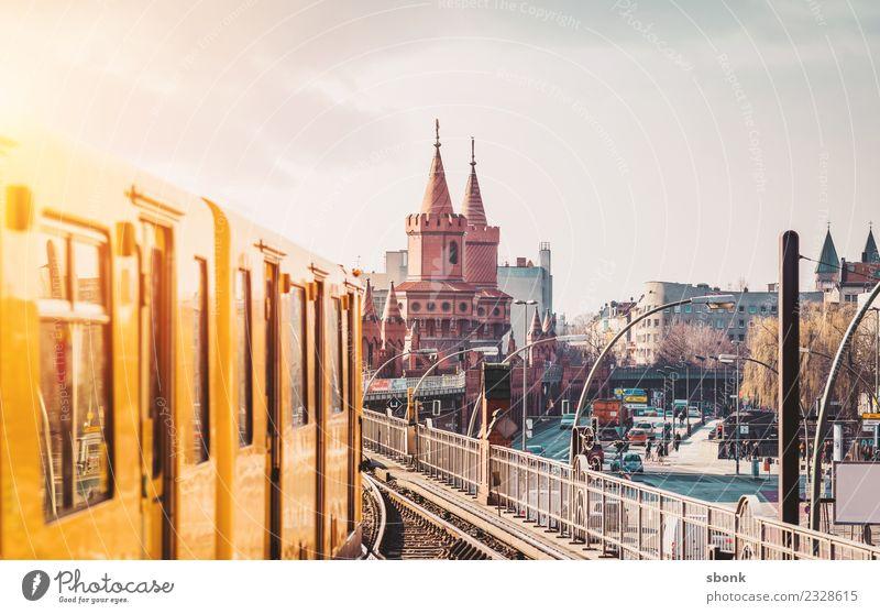 Berlin am Morgen Ferien & Urlaub & Reisen Stadt Hauptstadt Skyline Berufsverkehr Straßenverkehr Bahnfahren Schienenverkehr Personenzug S-Bahn U-Bahn Straßenbahn