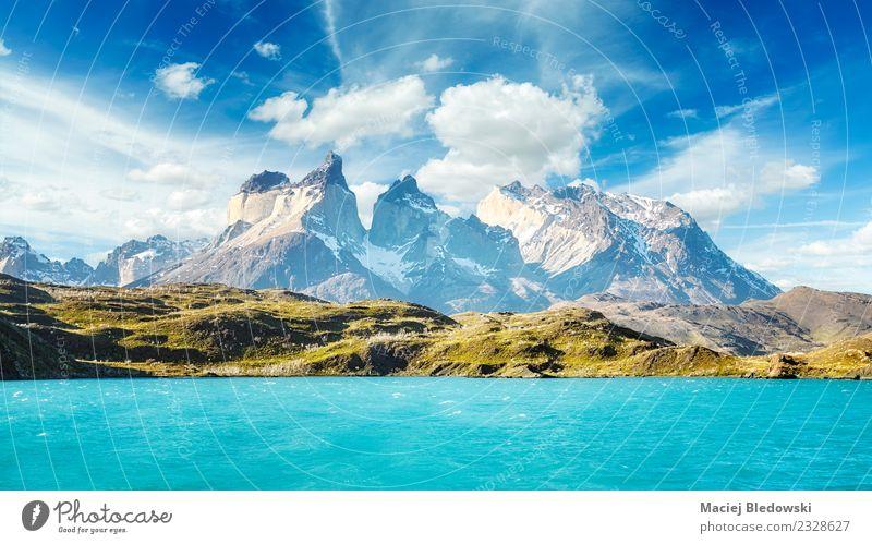 Torres del Paine Nationalpark, Chile. Ferien & Urlaub & Reisen Tourismus Abenteuer Ferne Freiheit Kreuzfahrt Expedition Sommerurlaub Wellen Berge u. Gebirge