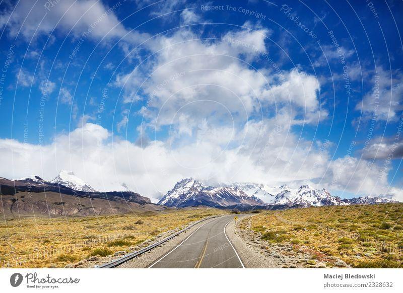Straße nach El Chalten mit Fitz Roy Mountain Range. Ferien & Urlaub & Reisen Tourismus Ausflug Abenteuer Ferne Freiheit Expedition Sommer Berge u. Gebirge