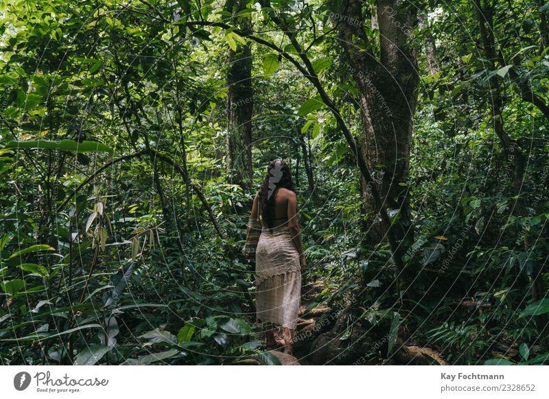 Junge Frau im brasilianischen Regenwald Wellness Sinnesorgane Erholung ruhig Meditation Ferien & Urlaub & Reisen Tourismus Ausflug Abenteuer Expedition Sommer