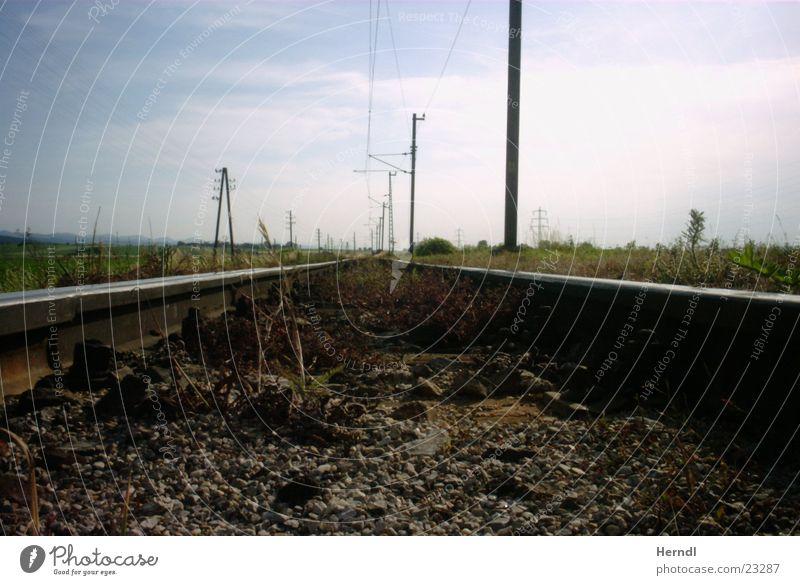 Der Weg ist weit Gleise Ferne Verkehr Eisenbahn Wege & Pfade