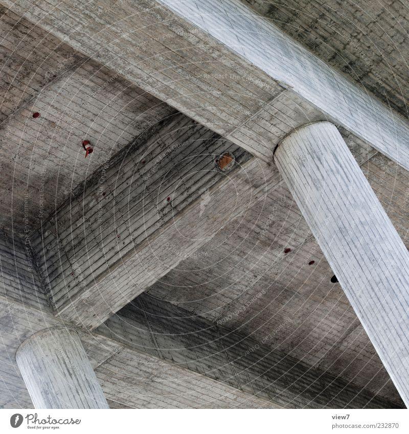 Pfeiler alt dunkel oben Architektur grau Linie modern frisch authentisch Brücke Sicherheit Streifen trist einfach rein trocken